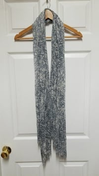 Scarf with gray design on a light gray background Mobile, 36695