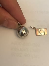 2 sterling silver pendants. Soccer ball and Canadian flag Laval, H7W