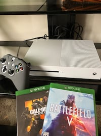 Xbox one S with two brand new games and controller and headset Neenah, 54956