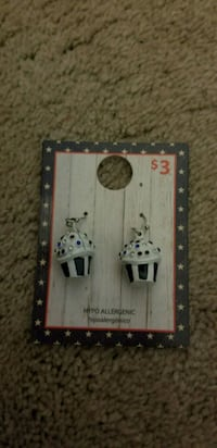 Cup cake earrings.  Loveland, 80538