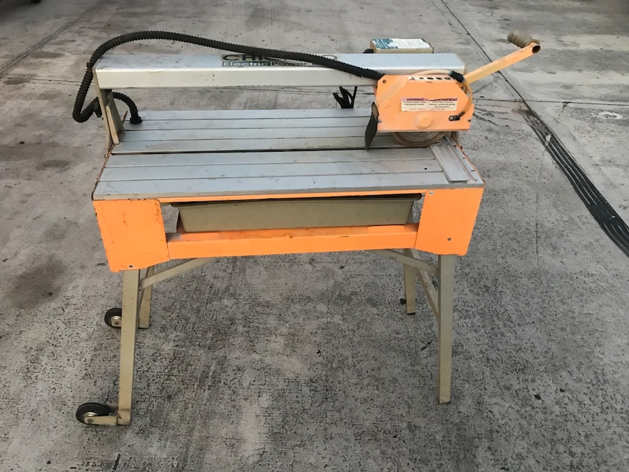 Photo Chicago electric tile wet saw
