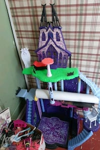 Monster high playset with box of dolls Woodstock, N4S 3E5