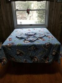 """Snowman Tablecloth approx. 70x50"""" with 4 Napkins  Hagerstown, 21740"""
