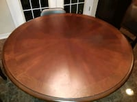 Dining room solid beautiful table Hamilton, L0R 2H5