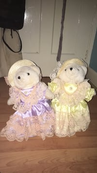Luva bears that are cute. Great condition. Good to use as ordiments.(Milo and Emerald are the bears names) BEEN REDUCED MASSIVELY FROM £15 to £8.57! Stockton-on-Tees, TS23 1LS