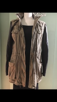 Aritzia Talula Trooper Anorak Heavy Cotton and leather sleeve jacket Size:XS Richmond, V7A 1H2