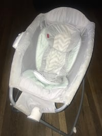baby's white and gray bouncer Merced, 95340