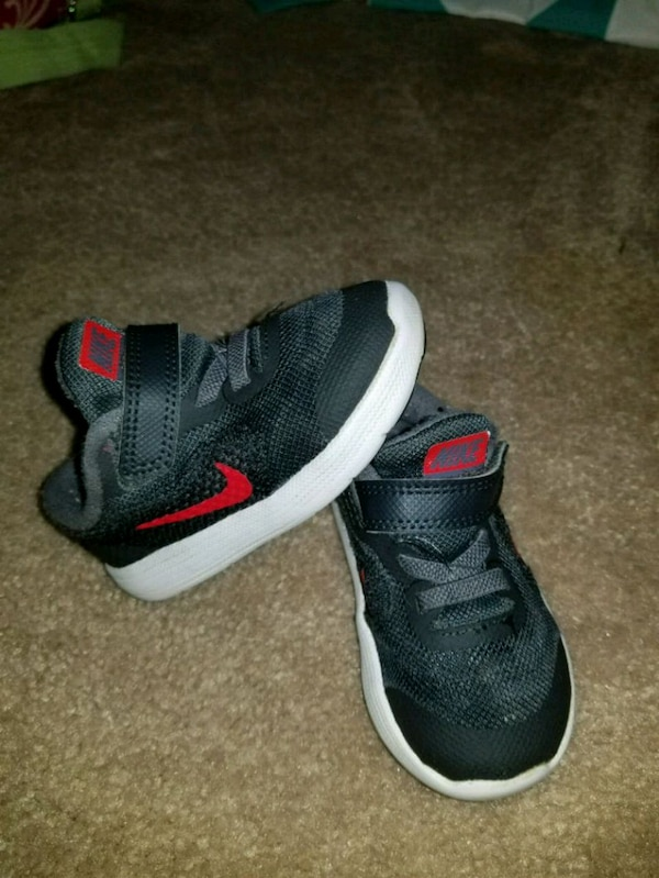 482ba321df1c00 Used pair of black-and-red Nike running shoes for sale in Temple - letgo