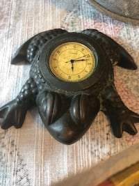 Frog clock. Needs battery. Metal.