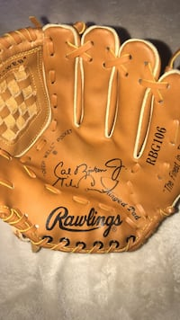 brown Rawlings leather baseball mitt Mc Lean, 22101