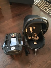 Baby's black and gray car seat carrier East Gwillimbury, L3X