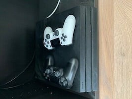 Used ps4 with a controller perfectly in good condition