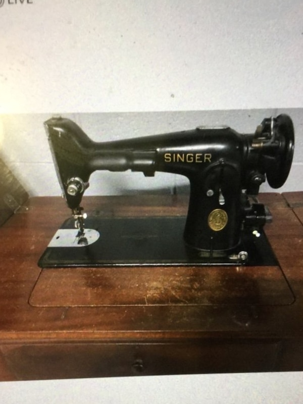 Singer sewing machine antique from the 1940s with hideaway table in great  working shape everything works