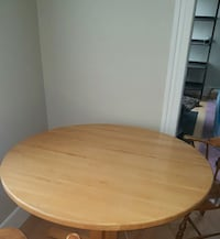 4' round  maple table. Springfield, 01109