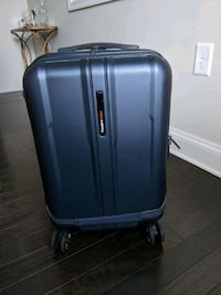Traveler's choice rolling hardcase carry-on Edgewater