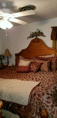king bed and wooden frame Miami, 33173