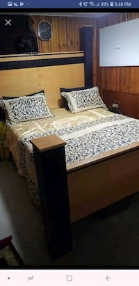 Queen size bed set for sell good condition  Toronto, M1R 2Z5