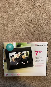 Digital Photo Frame-- Aluratek