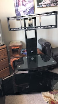 Black and gray tv stand Columbus, 43207