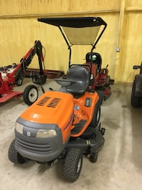 red and black ride on mower Nevada, 75173