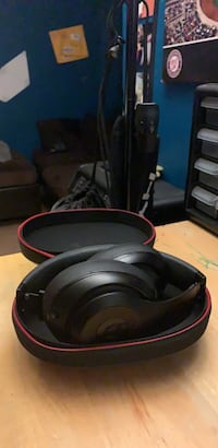 Beats  Studio Wireless  8/10 ! Hyattsville, 20782