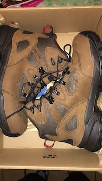 BRAND NEW SIZE 9 NEVER BEEN WORN REDWING STEEL TOE WORK BOOTS!! North Olmsted, 44070