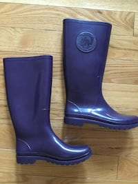 pair of blue rain boots 788 km