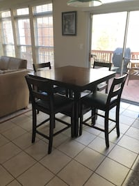 Square pub table with 4 chairs Leesburg, 20176
