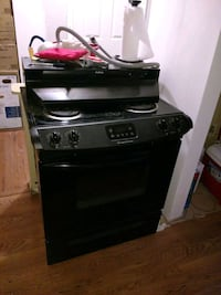 Frigidaire Electric Stove & NuTone Hood Springfield, 22153