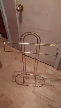 Gold tone Towel Rack - Great Condition