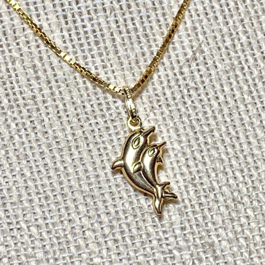 Vintage 14k Gold Dolphin Pendant with 14k Box Chain 9c6810dc-e006-412b-abed-49151889991b