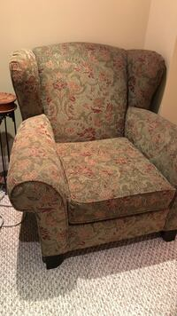 Brown and red floral fabric sofa chair Toronto, M1M 2T9