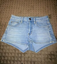 American eagle highwaisted Short's size 4 London, N5W 2P7