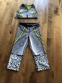 Women's size small workout outfit  720 km