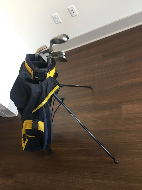 Golf clubs Ben Sawyer and 2 boxes of brand new golf balls db0ce133-e4c3-416e-a715-ed849151ded6