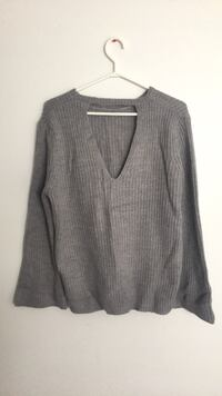 Gray v-neck sweater Central Okanagan, V1X 7T7