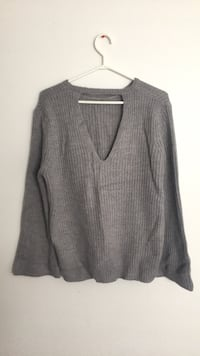 Gray v-neck sweater 3482 km