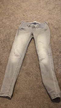 Size 2 maternity jeans Overland Park, 66212