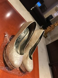 BRAND NEW CONDITION GOLD HEELS Richmond Hill, L4C 9N7