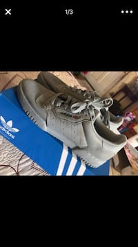 pair of white Adidas low-top sneakers with box Los Angeles, 90008