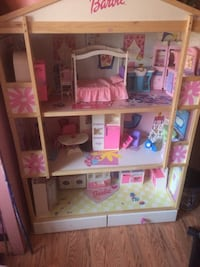 White and pink wooden barbie doll house Mount Vernon, 40460