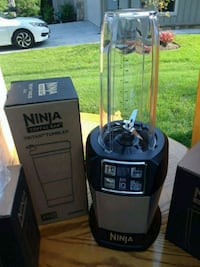 black and gray Ninja blender McLean, 22101