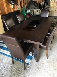 dining table Whitchurch-Stouffville, L4A 5Z9