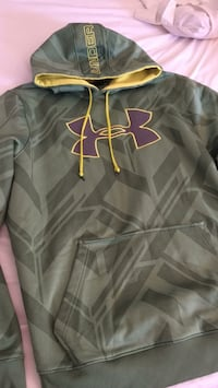Under armour hoodie in good shape xl fits like xl tho Niagara Falls, L2H 1H3