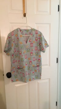 Scrub top size medium Frederick, 21703