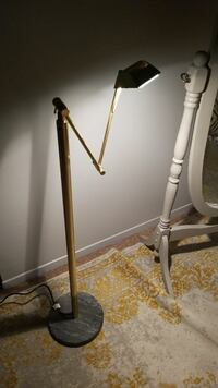 Adjustable reading lamp