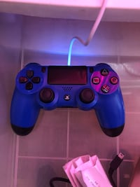 Ps4 controller and games Toronto, M5T 2J6
