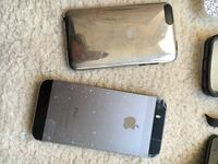 Space gray iphone 5s and silver ipod touch