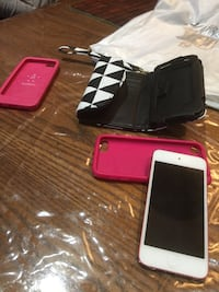 Pink iPod  5th generation with 3 cases 16 gigs