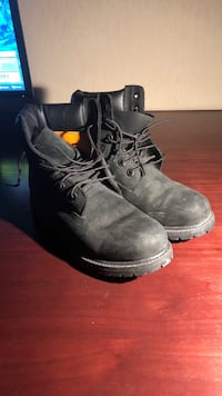 All black Timberland's Size 9M (fits smaller) PICK UP ONLY Toronto, M2M 1P3
